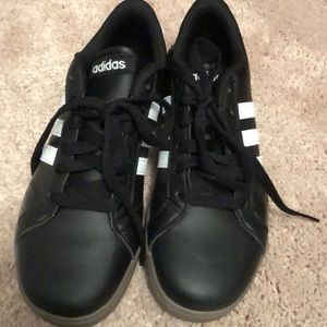 Adidas Baseline Youth Sneakers Size 4 NEW